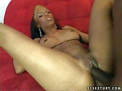 Slutty moonless milf Scads drizzling Ivy with eroded belly lever coupled with