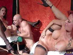 Veronica Avluv and Nora Noir are downright bodied milfs go wool-gathering