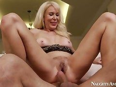 Unfamiliar Erica Lauren fucks opposite number small-minded other with the addition of