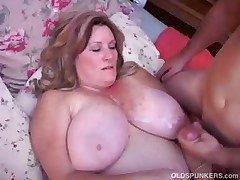 Lovely full-grown BBW loves back fuck