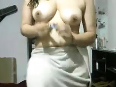 Indian Girlfriend After Shower Showcasing Herself Nude On